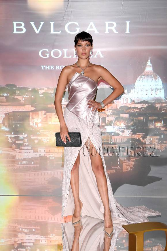 1954 Look Back Audreys Style In Sabrina Or The Givenchy Effe as well Amber Rose Files For Divorce From Wiz Khalifa additionally 11 De Septiembre Eugenia together with Aerin lauder style in addition Oscar de la renta. on oscar de la renta so perfume